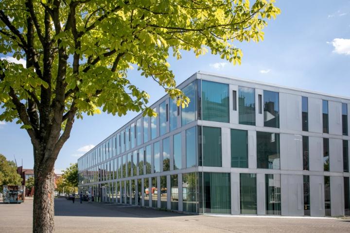 Außenansicht Gebäude der Infomatik auf dem Campus Vaihingen (c)