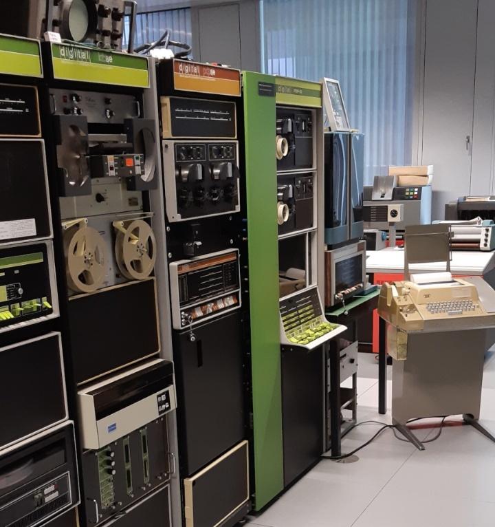 Der PDP 12 in der PDP-Reihe des Computermuseums